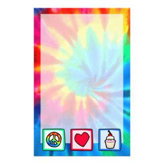 Frieden, Liebe, kleine Kuchen Bedrucktes Papier