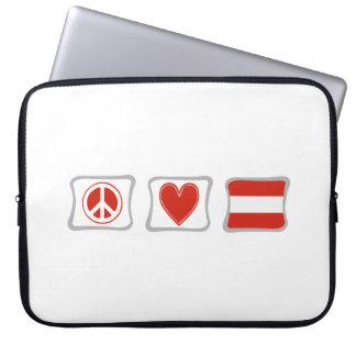 FriedensLiebe und Österreich-Quadrate Laptop Schutzhüllen