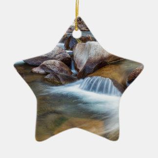 Friedlicher Strom Keramik Ornament