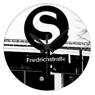 Friedrichstrasse_01.01.2_G_illu, S-Bahn, BERLIN Große Wanduhr