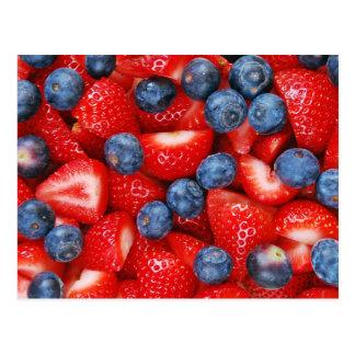 Frische Blaubeeren und Erdbeerpostkarte Postkarte