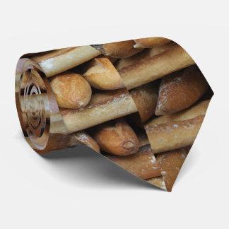 Frische Stangenbrote an einem Markt Krawatten