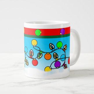 Frohe Weihnacht-Glühlampe-Entwurf Jumbo-Tassen