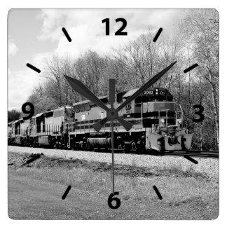 Frühjahr-Zug B&W Quadratische Wanduhr