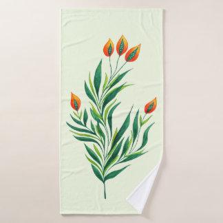 Frühlings-grüne Pflanze mit den orange Knospen Badehandtuch