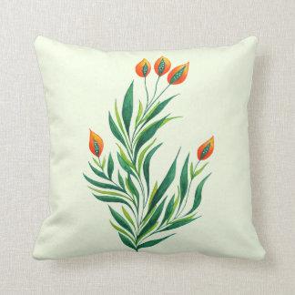 Frühlings-grüne Pflanze mit den orange Knospen Kissen