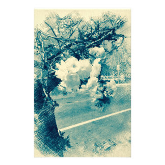 Frühlingsblüten skizziert im Blau Briefpapier