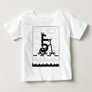 Fünf Geschwindigkeits-Einhorn Baby T-shirt