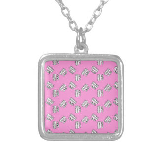 Gateaux Halskette Mit Quadratischem Anhänger