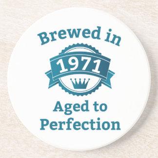 Gebraut im Jahre 1971 gealtert zur Perfektion Getränkeuntersetzer