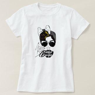 Gebuchtes und Bougie-T-Stück T-Shirt