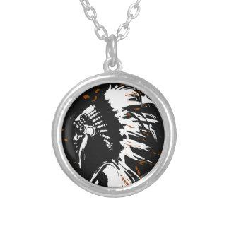 Gebürtiger amerikanischer Ureinwohner innerhalb Halskette Mit Rundem Anhänger