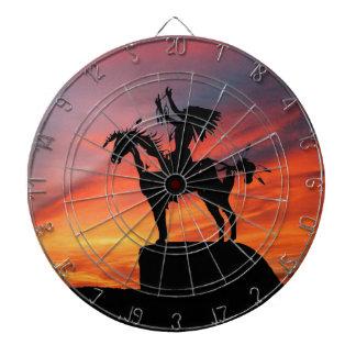 Gebürtiger amerikanischer Ureinwohner und Pferd Dartscheibe