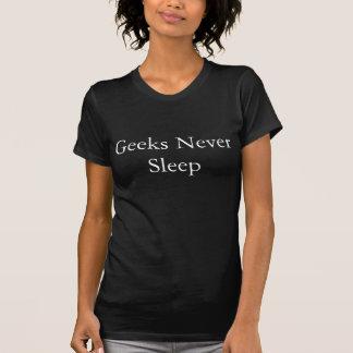 Geeks schlafen nie lustiger T - Shirt