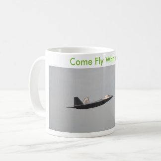 Gekommene Fliege mit mir Kaffeetasse