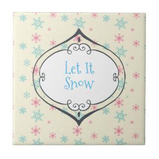 Gelassen ihm schneien wunderlicher Flitter auf den Keramikfliese