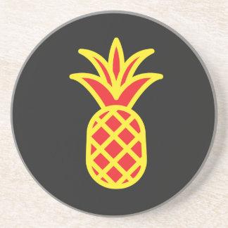 Gelbe Kiefer Apple im Schwarzen Getränkeuntersetzer
