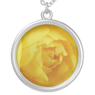Gelbe Rose Halskette Mit Rundem Anhänger