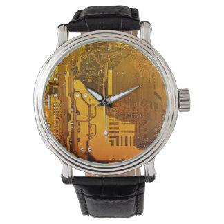 gelbe Schaltungsbrett-Computer-Chip-Motte Armbanduhr