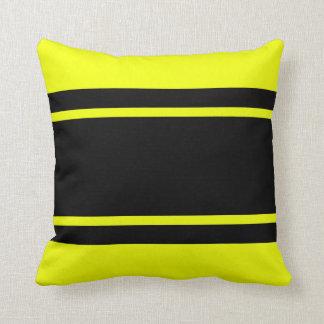 Gelbe schwarzes Rennen-Streifen addieren Kissen