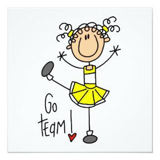 Gelbe Strichmännchen-Cheerleader-T - Shirts und Ankündigungskarten