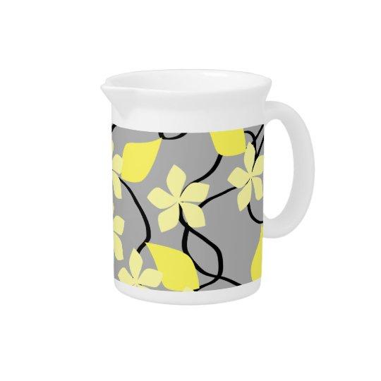 Gelbe und graue Blumen. Blumenmuster Krug