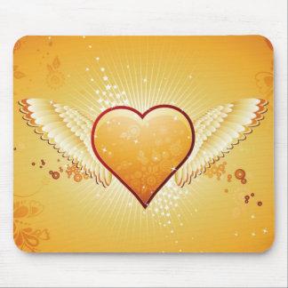 gelbes Herz mit Flügeln Mauspad