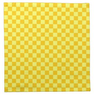 Gelbes Kombinations-Schachbrett durch Stoffserviette