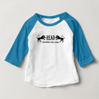 Gelesen zwischen dem Löwe-T - Shirt
