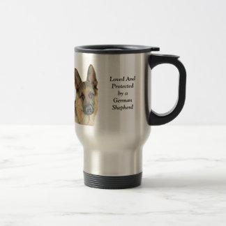Geliebt u. durch einen Schäferhund geschützt Reisebecher