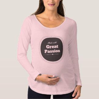 Gemacht mit großer Leidenschaft Umstands-T-Shirt