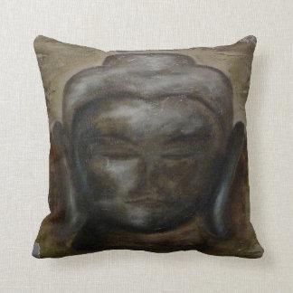 Gemalter Buddha stellen gegenüber Kissen