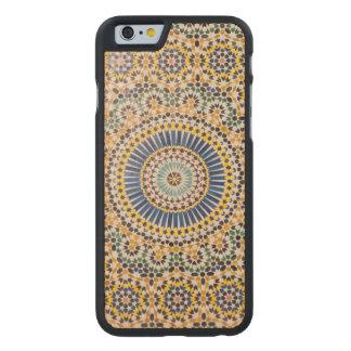 Geometrisches Fliesenmuster, Marokko Carved® iPhone 6 Hülle Ahorn