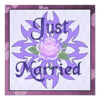 Gerade verheiratete Lavendel-Rose Quadratische 13,3 Cm Einladungskarte