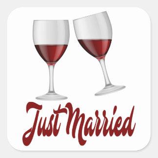 Gerade verheiratete Rotwein-Gläser Burgunders Quadratischer Aufkleber