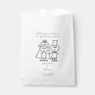 Gerade verheiratete Strichmännchen-Paar-weiße Geschenktütchen