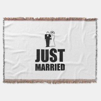 Gerade verheirateter Hochzeits-Braut-Bräutigam Decke