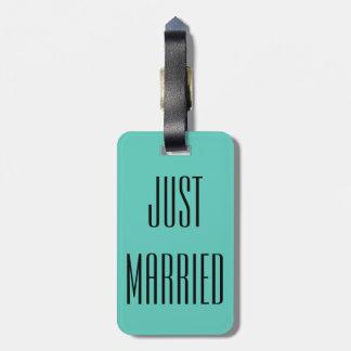 Gerade verheiratetes kofferanhänger