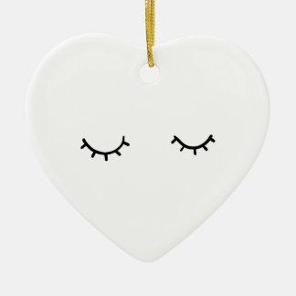 Geschlossene Augen, gerade Wimpern Keramik Ornament
