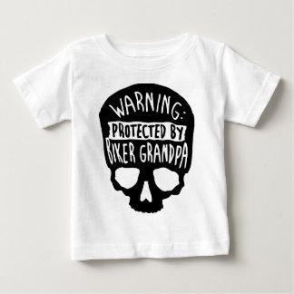 Geschützt durch einen Radfahrer-Großvater Baby T-shirt