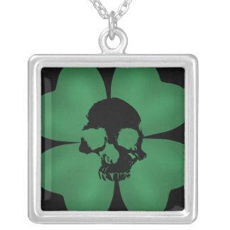 Gespenstisches Kleeblatt gotischer St. Patricks Halskette Mit Quadratischem Anhänger