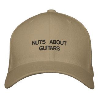 Gestickter Hut mit NÜSSEN ÜBER GITARREN auf ihm Besticktes Cap