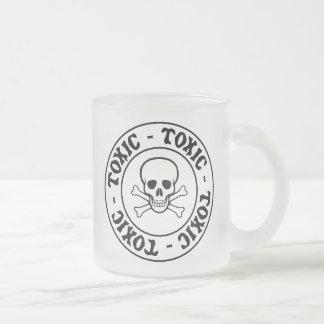 Giftiger Totenkopf mit gekreuzter Knochen Mattglastasse