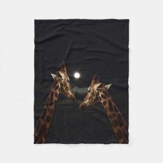 Giraffen-Liebe im Mondschein, klein Fleecedecke