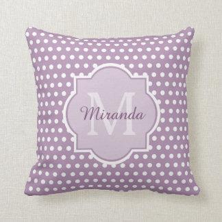 Girly Lavendel-lila Polka-Punkte Monogramm und Zierkissen