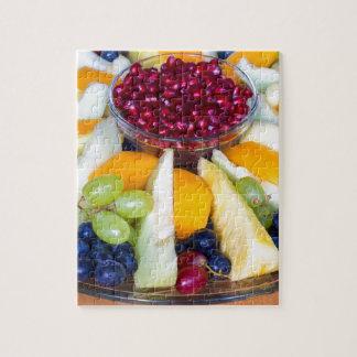 Glasskala voll der verschiedenen frischen Früchte Puzzle
