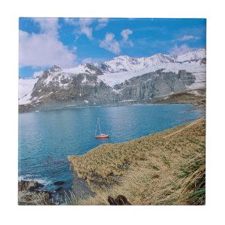 Gletscher und Segelnyacht im Hintergrund Keramikfliese