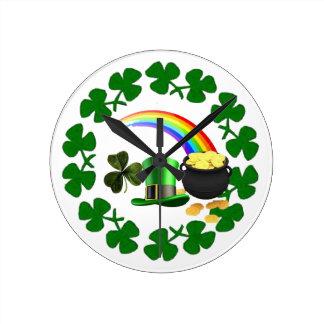 Glück des irischen Stolzuhr-Kleeblattentwurfs Runde Wanduhr