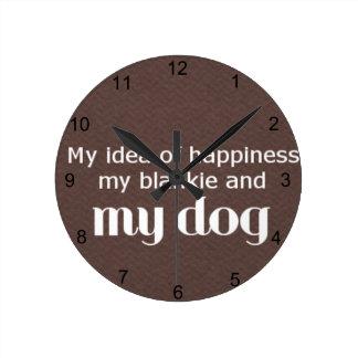 Glück ist mein Hund Runde Wanduhr