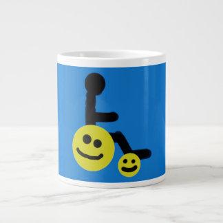 Glückliche Radrollstuhl-Kaffee-Tasse Jumbo-Tasse